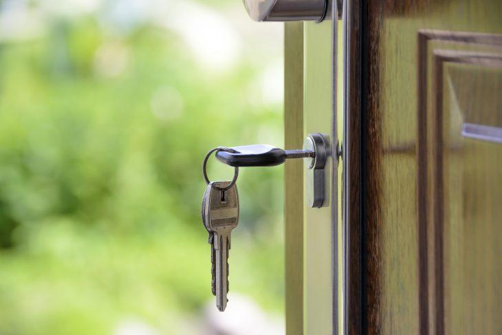 chiave in una porta del giardino