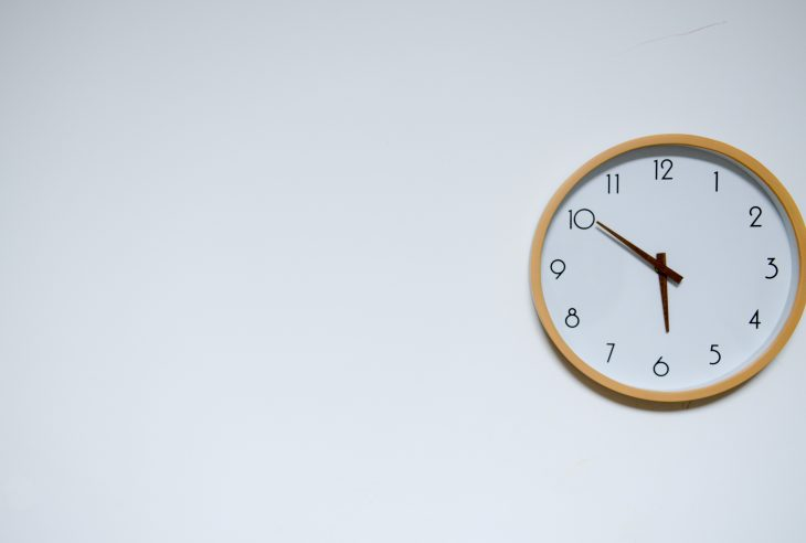 orologio parete bianca