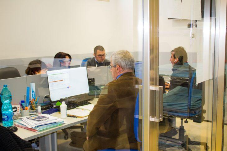 persone in un ufficio