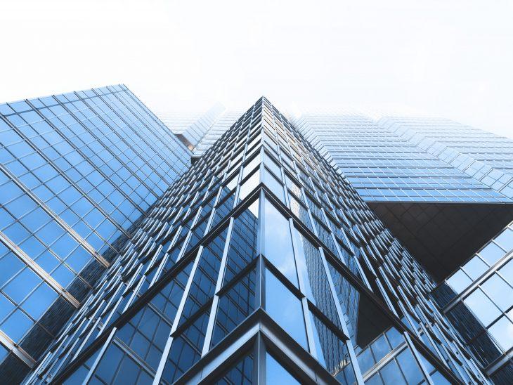 edifici con vetri